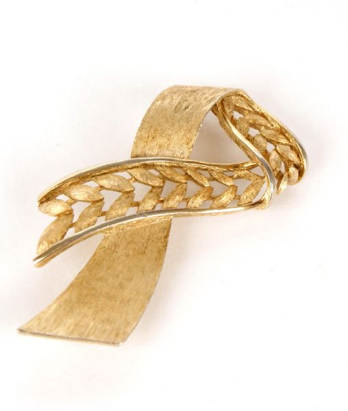 Crown Trifari Ribbon Brooch